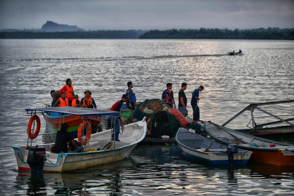 Zin Aman said that rescue teams from various agencies have been unable to locate any new clues for the missing anglers. — Bernama pic