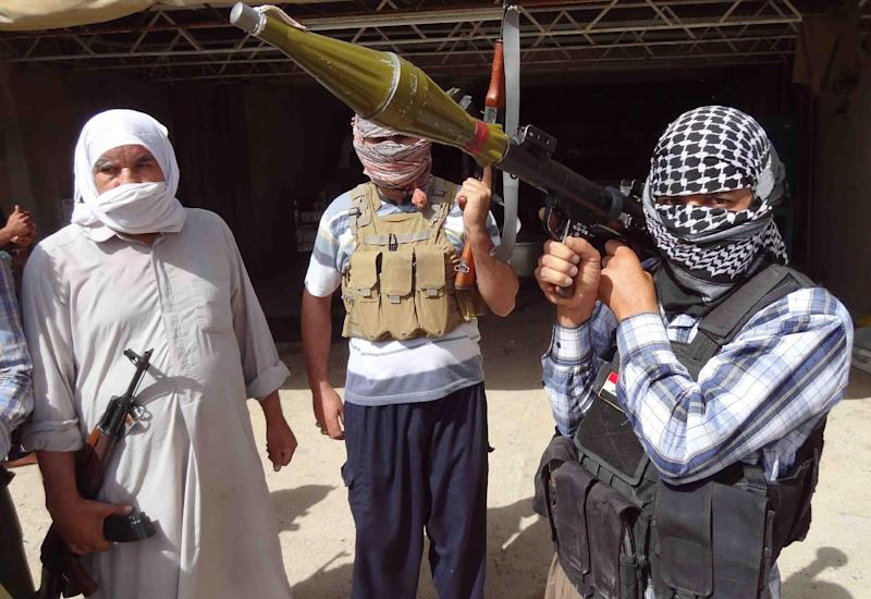 Iraqi Turkmen pose with their weapons as they ready to fight against militants led by the jihadist Islamic State of Iraq and the Levant (ISIL) on June 21, 2014, in the Iraqi village of Bashir (AFP Photo/Marwan Ibrahim)