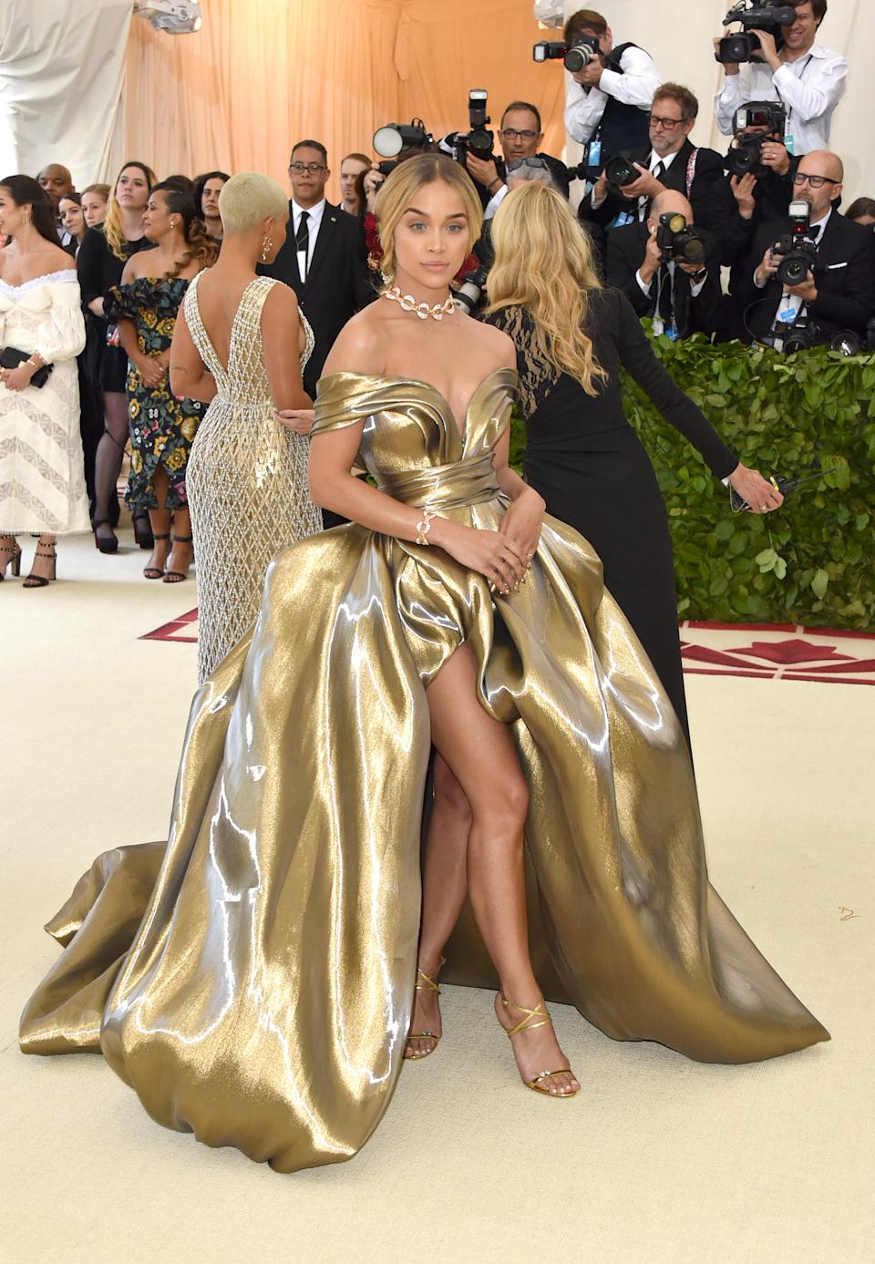 """<h1 class=""""title"""">Jasmine Sanders in H&M</h1><cite class=""""credit"""">Photo: Getty Images</cite>"""