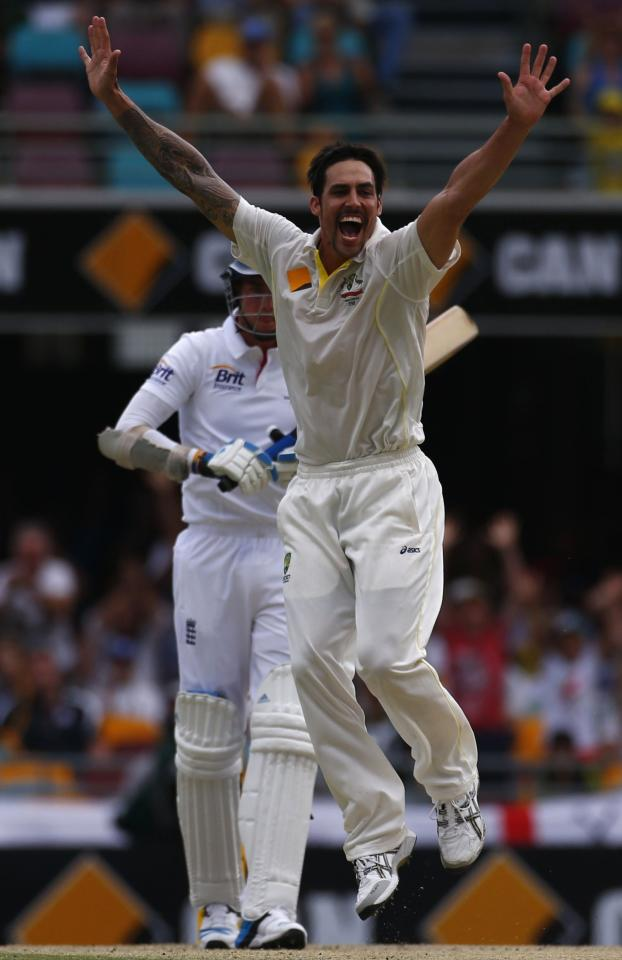 Australia's Mitchell Johnson (R) appeals for a successful wicket of England's Stuart Broad during the fourth day's play of the first Ashes cricket test match in Brisbane November 24, 2013. REUTERS/David Gray (AUSTRALIA - Tags: SPORT CRICKET)
