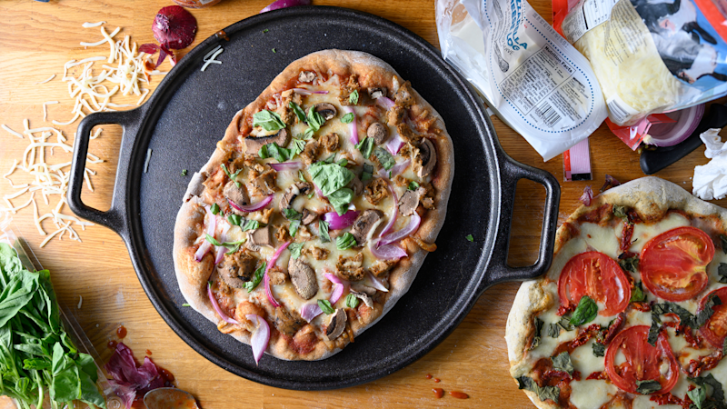Best gifts for mom 2019: Lodge Pro-Logic Cast Iron Pizza Pan