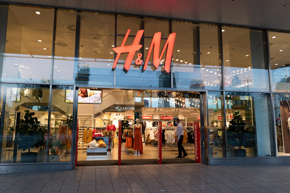 Global clothing giant H&M will offer customers a discount when they trade-in clothing that they are no longer using.