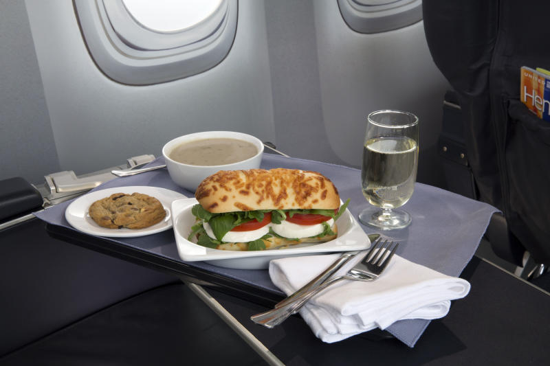 United lures top fliers with promise of a hot meal