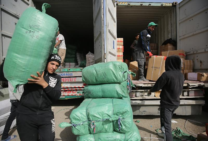 Iraqi workers unload imported goods from a truck in the Shorja commercial district in central Baghdad as Iraqi lawmakers approved the government's 2019 budget, which at $111.8 billion is one of the largest ever for the oil-rich country (AFP Photo/AHMAD AL-RUBAYE)