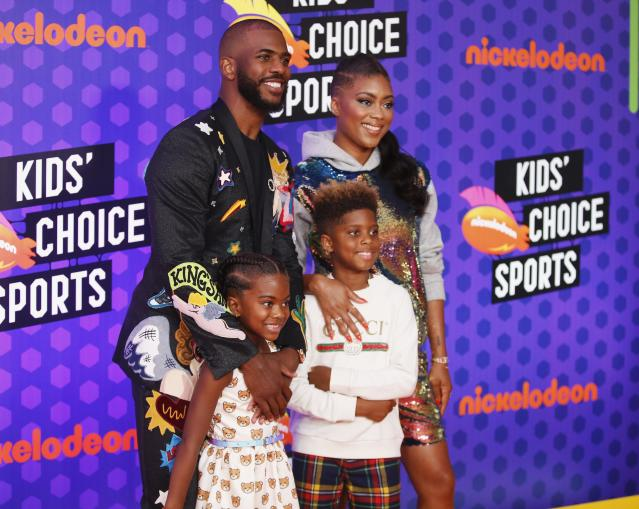 Kids Choice Sport Awards 2018 – Arrivals – Los Angeles, California, U.S., 19/07/2018. Houston Rockets NBA basketball player Chris Paul with wife Jada and children Camryn and Chris. REUTERS/Danny Moloshok