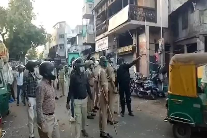 Mob Hurls Stones at Police in Ahmedabad amid Covid-19 Lockdown, 15 Detained