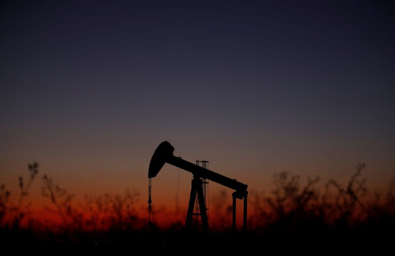Surprise rise in USA  crude stocks nudges oil prices down