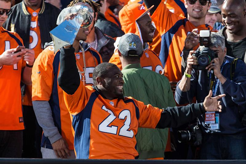 Twitter reacts to C.J. Anderson's retirement