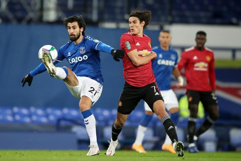 Manchester United striker Edinson Cavani (C) scored against Everton