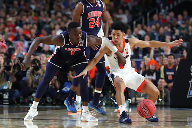 Jared Harper #1 of the Auburn Tigers battles for the ball with Kihei Clark #0 of the Virginia Cavaliers in the first half during the 2019 NCAA Final Four semifinal at U.S. Bank Stadium on April 6, 2019 in Minneapolis, Minnesota. (Photo by Tom Pennington/Getty Images)