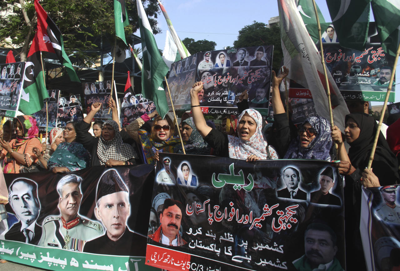 Supporters of Pakistan's People's party rally to express solidarity with Indian Kashmiris in Karachi, Pakistan, Thursday, Aug. 22, 2019. (AP Photo/Fareed Khan)