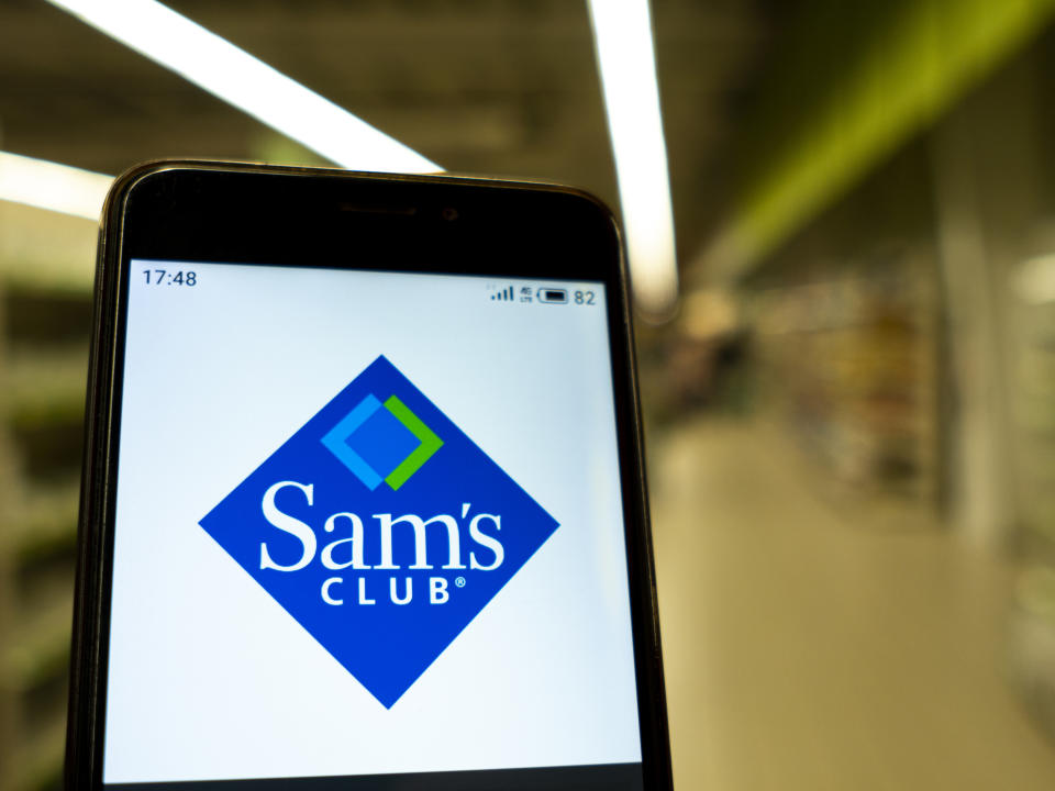 UKRAINE - 2020/02/01: In this photo illustration the Sams club logo is seen displayed on a smartphone. (Photo Illustration by Igor Golovniov/SOPA Images/LightRocket via Getty Images)