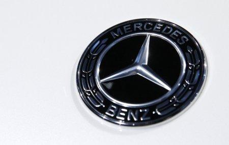 FILE PHOTO: The Mercedes Benz logo is seen at the 2017 New York International Auto Show in New York City, U.S. April 12, 2017. REUTERS/Brendan Mcdermid/File Photo