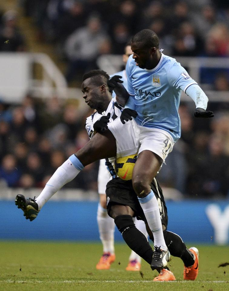 """Newcastle United's Cheick Tiote (L) challenges Manchester City's Yaya Toure during their English Premier League soccer match at St James' Park in Newcastle, northern England, January 12, 2014. REUTERS/Nigel Roddis (BRITAIN - Tags: SPORT SOCCER) NO USE WITH UNAUTHORIZED AUDIO, VIDEO, DATA, FIXTURE LISTS, CLUB/LEAGUE LOGOS OR """"LIVE"""" SERVICES. ONLINE IN-MATCH USE LIMITED TO 45 IMAGES, NO VIDEO EMULATION. NO USE IN BETTING, GAMES OR SINGLE CLUB/LEAGUE/PLAYER PUBLICATIONS. FOR EDITORIAL USE ONLY. NOT FOR SALE FOR MARKETING OR ADVERTISING CAMPAIGNS"""