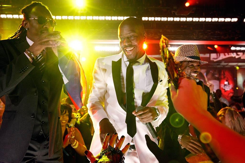 """Former Fugee Wyclef Jean also joined the festivities in a dashing white tuxedo. Jemal Countess/<a href=""""http://www.wireimage.com"""" target=""""new"""">WireImage.com</a> - December 31, 2007"""