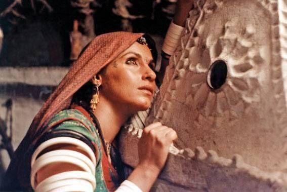 <p>At the onset of the 90s' she started experimenting with Arthouse cinema to explore her inner calling and potential. In 1992, she won a National Film Award for Best actress for her performance in 'Rudaali'. </p>