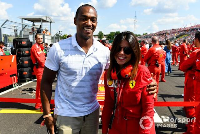 "El actor Anthony Mackie en la parrilla <span class=""copyright"">Mark Sutton / Motorsport Images</span>"