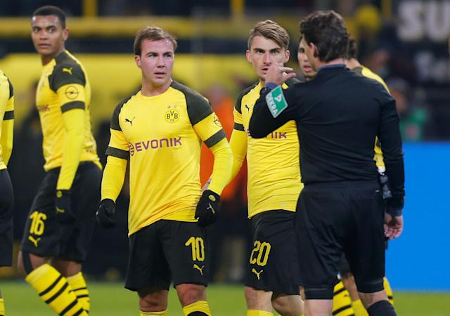 Soccer Football - Bundesliga - Borussia Dortmund v Werder Bremen - Signal Iduna Park, Dortmund, Germany - December 15, 2018 Borussia Dortmund's Mario Goetze remonstrates with referee Guido Winkmann after his goal was disallowed by VAR REUTERS/Leon Kuegeler DFL regulations prohibit any use of photographs as image sequences and/or quasi-video