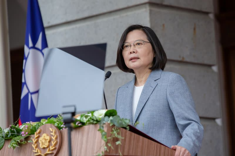 Taiwan president visits bookshop to show solidarity with Hong Kongers