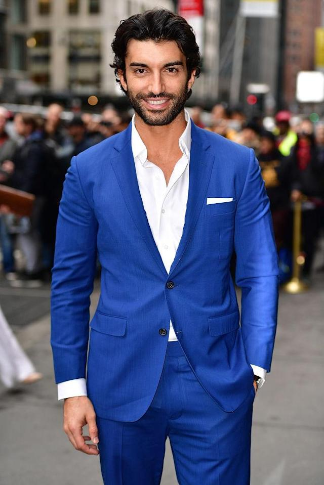 Justin Baldoni wearing a bright blue suit. (Photo: Getty Images)