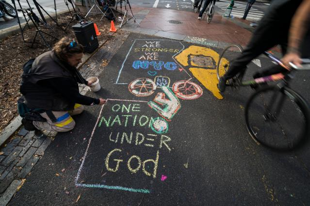 <p>Cyclists ride past a message paying tribute to the October 31 terror attack victims, in New York City on Nov. 2, 2017. (Photo: Jewel Samad/AFP/Getty Images) </p>