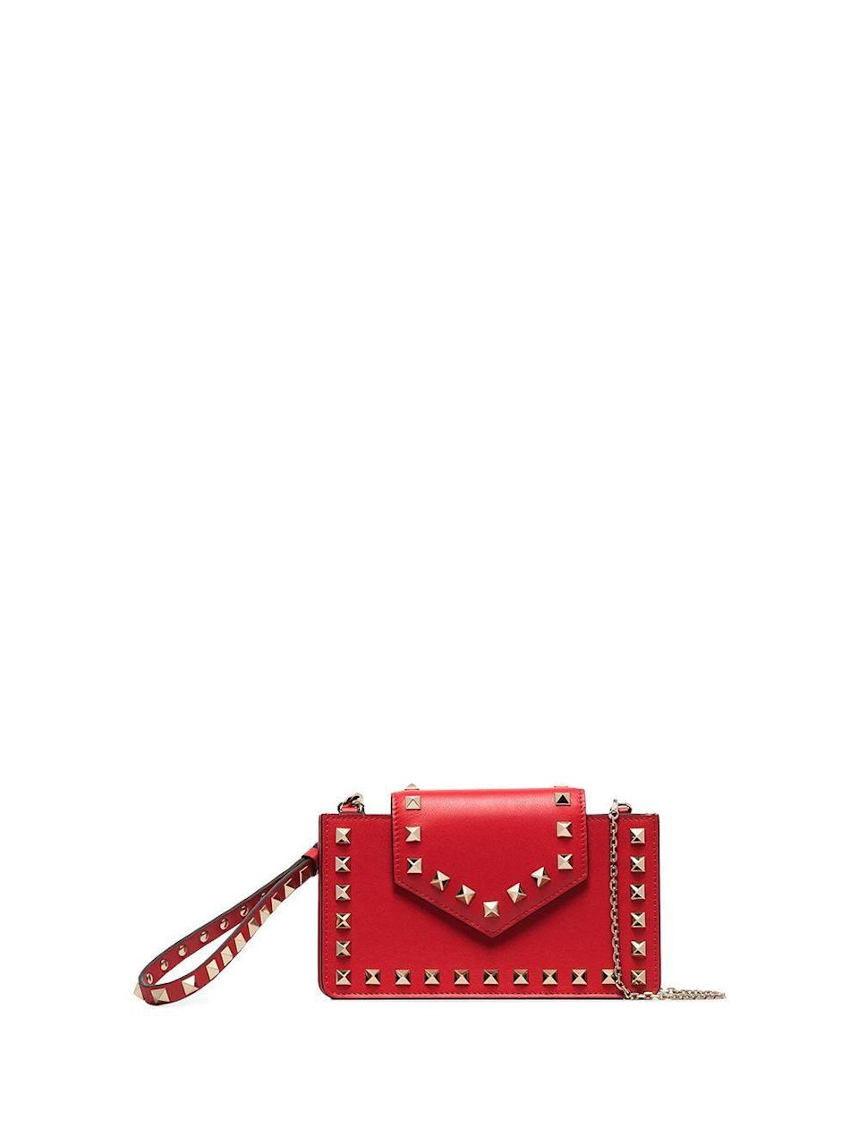 "<p><strong>Valentino Garavani</strong></p><p>farfetch.com</p><p><strong>$750.00</strong></p><p><a href=""https://go.redirectingat.com?id=74968X1596630&url=https%3A%2F%2Fwww.farfetch.com%2Fshopping%2Fwomen%2Fvalentino-garavani-rockstud-embellished-clutch-bag-item-15159202.aspx&sref=https%3A%2F%2Fwww.harpersbazaar.com%2Ffashion%2Ftrends%2Fg4475%2Ftech-gifts-for-women%2F"" rel=""nofollow noopener"" target=""_blank"" data-ylk=""slk:Shop Now"" class=""link rapid-noclick-resp"">Shop Now</a></p><p>A phone case and designer wallet all in one makes for an ideal luxury gift.</p>"