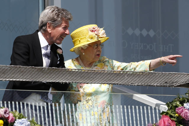 Britain Horse Racing - Derby Festival - Epsom Racecourse - June 3, 2017 Britain's Queen Elizabeth with Racing Advisor John Warren during the Derby Festival Reuters / Peter Nicholls Livepic EDITORIAL USE ONLY.