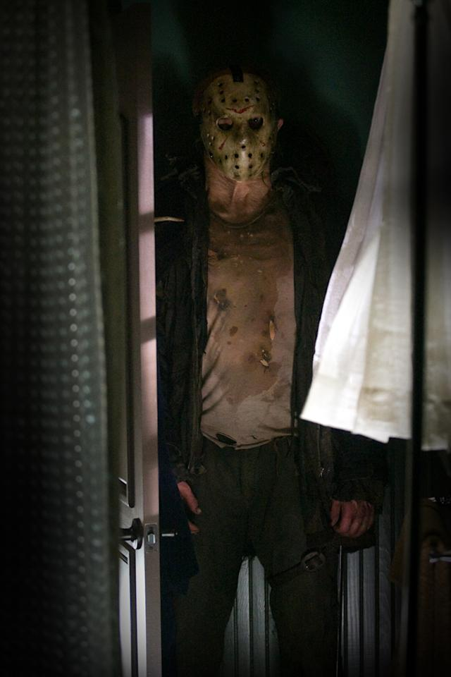 "<a href=""http://movies.yahoo.com/movie/contributor/1809096844"">Derek Mears</a> in New Line Cinema's <a href=""http://movies.yahoo.com/movie/1810022022/info"">Friday the 13th</a> - 2009"