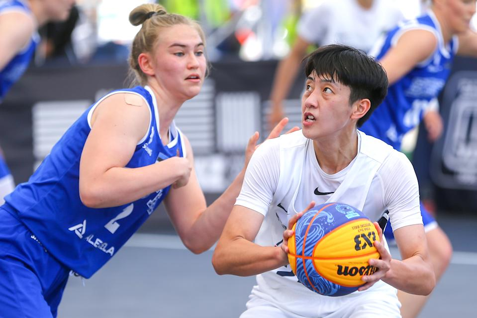 DEBRECEN, HUNGARY - JUNE 6: Anna Gret Asi of Estonia, Hsi Yeh Liu of Chinese Taipei during the  quarter finals women of the FIBA 3x3 Olympic Qualifying Tournament 2021 match between Chinese Taipei and Estonia at Kossuth Square on June 6, 2021 in Debrecen, Hungary (Photo by Istvan Derencsenyi/BSR Agency/Getty Images)