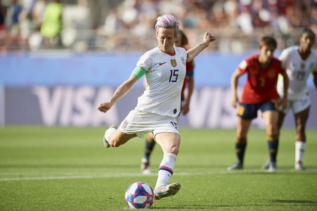 Rapinoe's scores from the spot. (Photo by Jose Breton/NurPhoto via Getty Images)