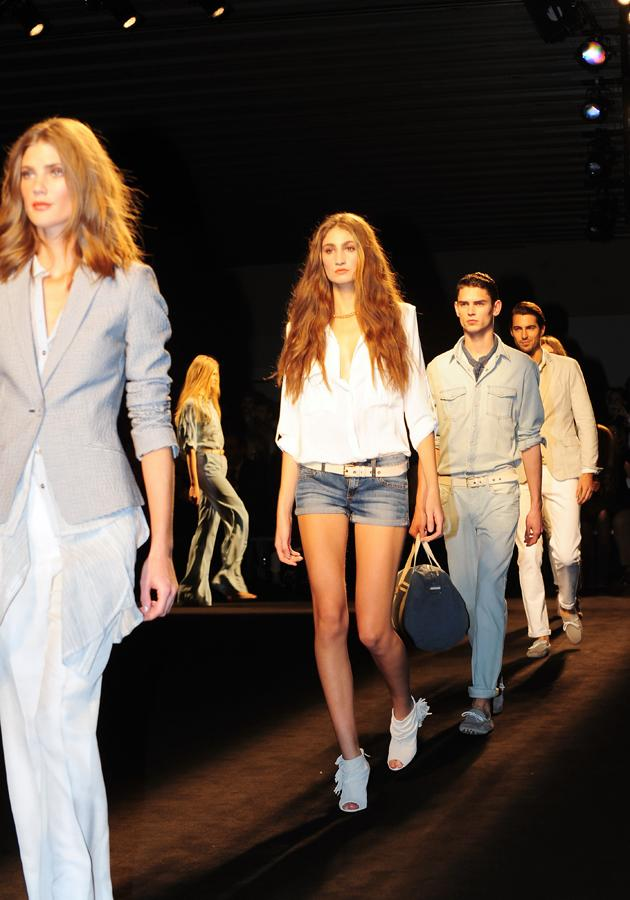 A classic white shirt transcends all the seasons, as this model showed at Barcelona Fashion Week last night.<br><br>©WENN