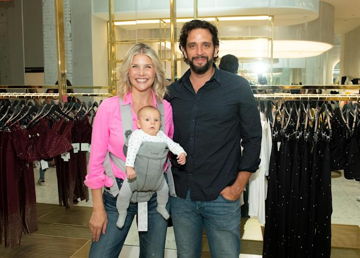 Amanda Kloots and Nick Cordero with their son Elvis on 2019. (Photo: Noam Galai/Getty Images for Beyond Yoga)