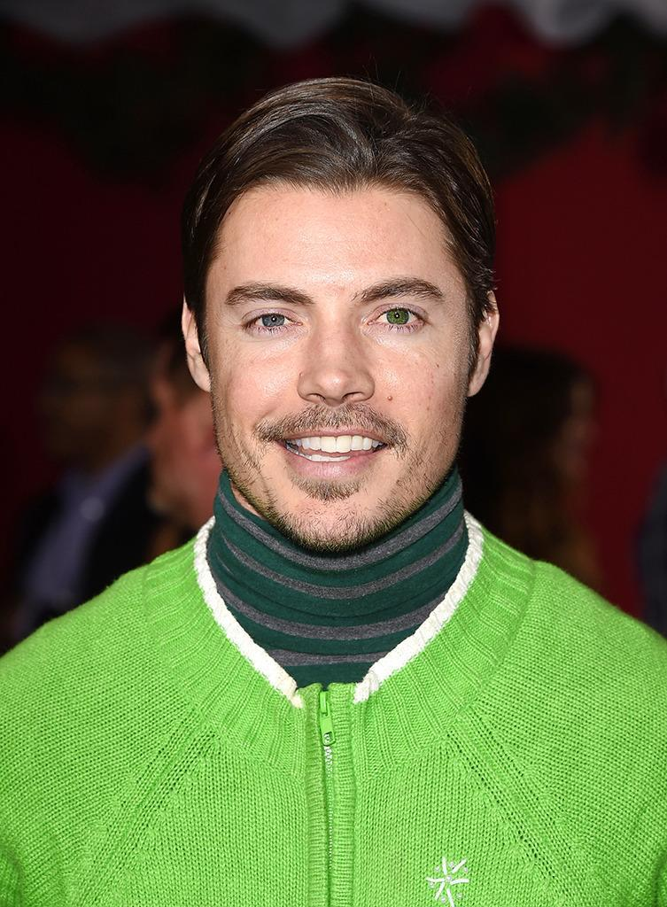 <p>Former<i> Dallas</i> star Josh Henderson sports one blue eye and one green, which really pops when he's wearing green!<i> (Photo: Getty Images) <br></i></p>