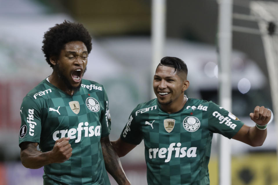 SAO PAULO, BRAZIL - APRIL 27: Luiz Adriano of Palmeiras celebrates with teammate Roni of Palmeiras after scoring the second goal of his team during a match between Palmeiras and Independiente del Valle as part of Group A of Copa CONMEBOL Libertadores 2021 at Allianz Parque on April 27, 2021 in Sao Paulo, Brazil. (Photo by Andre Penner - Pool/Getty Images)