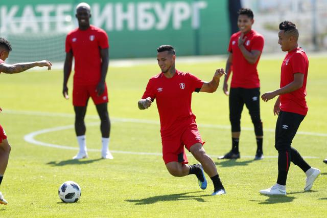 Soccer Football - World Cup - Peru Training - Yemup Park-Stadion Khimmash, Yekaterinburg, Russia - June 20, 2018 Peru's Miguel Trauco during training REUTERS/Andrew Couldridge