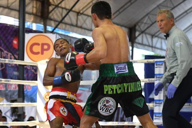 Floyd Mayweather's record in peril after Wanheng Menayothin moves to 50-0