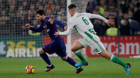 Soccer Football - La Liga Santander - Real Betis vs FC Barcelona - Estadio Benito Villamarin, Seville, Spain - January 21, 2018 Barcelona's Lionel Messi in action with Real Betis' Fabian REUTERS/Jon Nazca