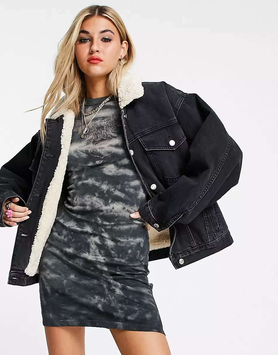 """<br><br><strong>Topshop</strong> Oversized Shearling Recycled Denim Jacket, $, available at <a href=""""https://go.skimresources.com/?id=30283X879131&url=https%3A%2F%2Fwww.asos.com%2Fus%2Ftopshop%2Ftopshop-oversized-shearling-recycled-cotton-denim-jacket-in-washed-black%2Fprd%2F200511623"""" rel=""""nofollow noopener"""" target=""""_blank"""" data-ylk=""""slk:ASOS"""" class=""""link rapid-noclick-resp"""">ASOS</a>"""