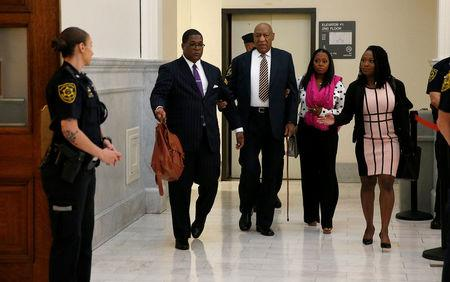 Actor and comedian Bill Cosby is helped through the metal detector as he arrives for the first day of his sexual assault trial at the Montgomery County Courthouse in Norristown, Pennsylvania, U.S. June 5, 2017.  REUTERS/David Maialetti/Pool