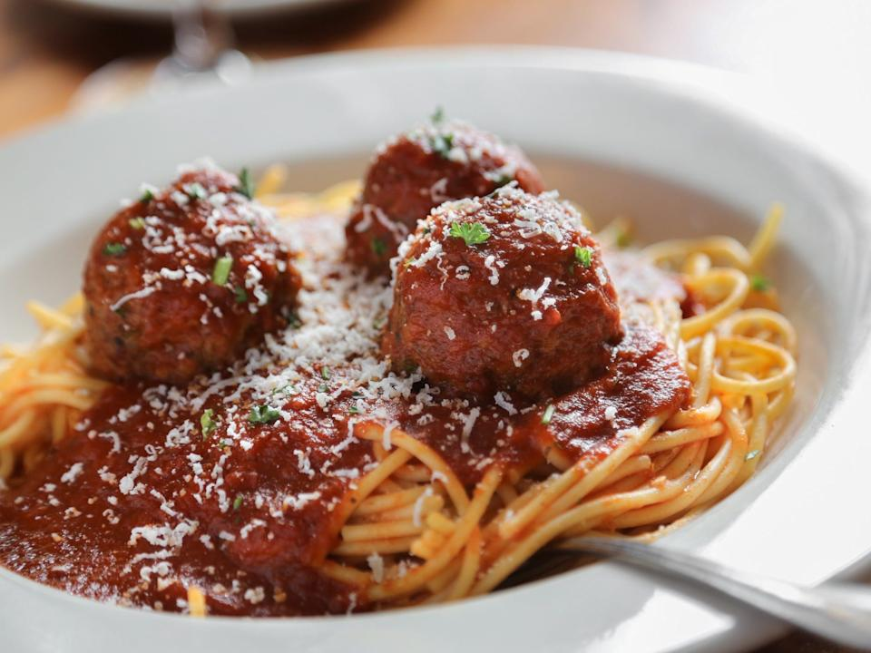 spaghetti and meatballs pasta red sauce