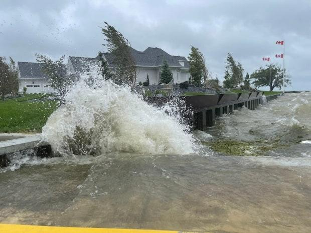 Waves crash onto the shore at Lighthouse Cove on Lake St. Clair on Sept. 22, 2021. (Chris Ensing/CBC - image credit)