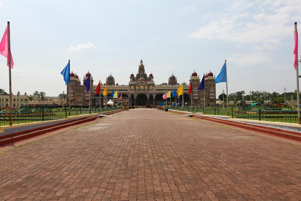 The palace has three entrances: the East Gate (the front gate, opened only during the Dasara and for dignitaries), the South Entrance (for public), and the West Entrance (usually opened only during the Dasara).