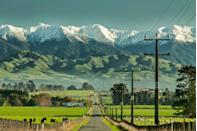 <p>Imagine living in that farmhouse on the left and waking up to see this view of the Tararua Ranges every morning.</p>