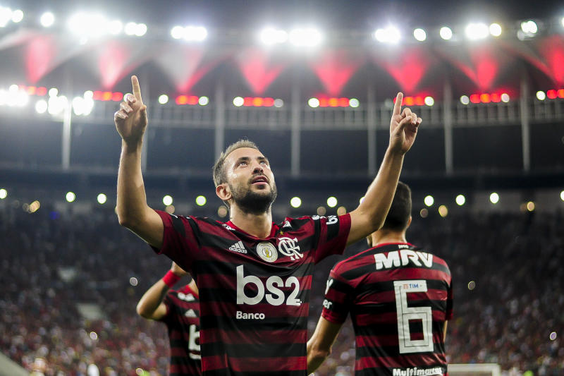 RIO DE JANEIRO, BRAZIL - AUGUST 10: Everton Ribeiro of Flamengo celebrates a scored goal during a match between Flamengo and Gremio as part of Brasileirao Series A 2019 at Maracana Stadium on August 10, 2019 in Rio de Janeiro, Brazil. (Photo by Bruna Prado/Getty Images)