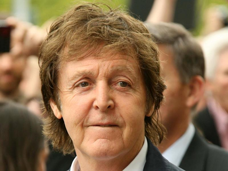 Paul McCartney, hier während eines Events in Hollywood, gedenkt Robert Freeman (Bild: s_bukley / Shutterstock.com)