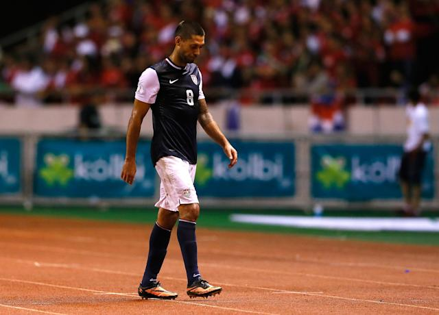 SAN JOSE, COSTA RICA - SEPTEMBER 06: Clint Dempsey #8 of the United States walks off the field in the final minutes of the match against Costa Rica during the FIFA 2014 World Cup Qualifier at Estadio Nacional on September 6, 2013 in San Jose, Costa Rica. (Photo by Kevin C. Cox/Getty Images)