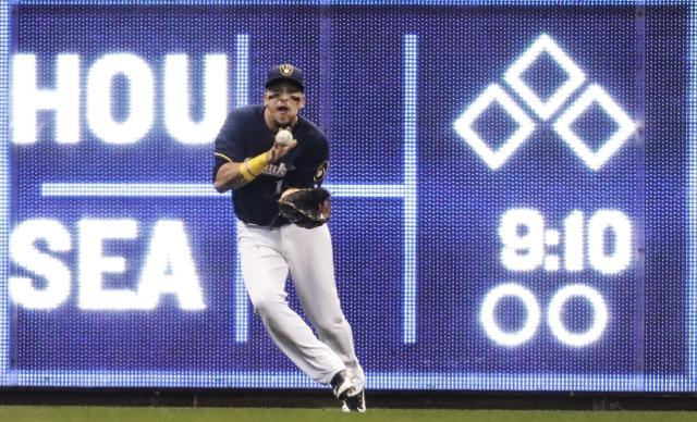 Milwaukee Brewers' Hernan Perez makes a running catch on a ball hit by Cincinnati Reds' Adam Duvall during the sixth inning of a baseball game Wednesday, April 18, 2018, in Milwaukee. (AP Photo/Morry Gash)