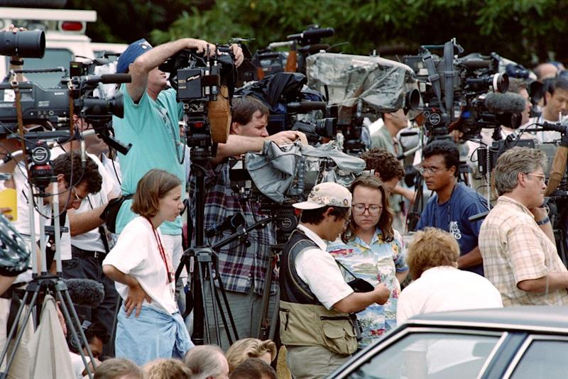 Reporters and news crews gathered outside Richard Jewell's apartment on July 31, 1996. | Doug Collier/AFP/Getty