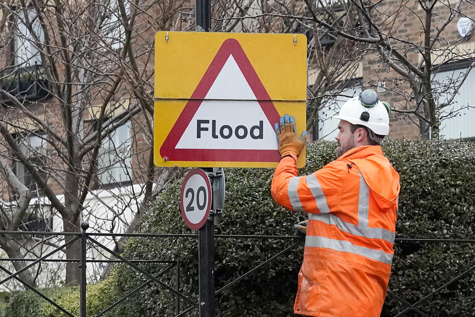 YORK, UNITED KINGDOM - JANUARY 19: Council workers build a flood defence wall to protect houses next to the River Ouse as rain and recent melting snow begin to raise river levels on January 19, 2021 in York, United Kingdom. Storm Christoph is the first named storm of 2021 with heavy rainfall bringing flooding areas of the UK including Cambridgeshire, Greater Manchester and South Yorkshire. (Photo by Christopher Furlong/Getty Images)