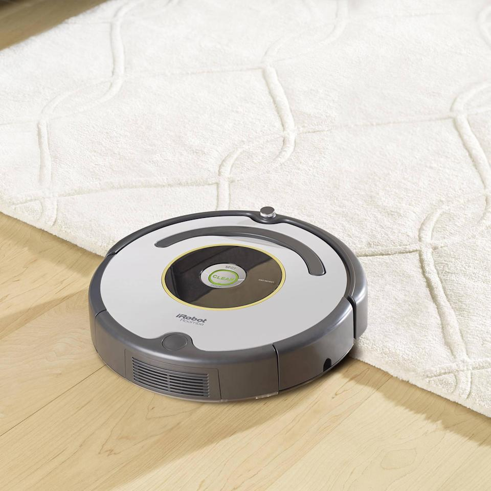 iRobot Roomba 618 Robot Vacuum. (Photo: Walmart)